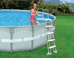 Zwembad en zwemvijver